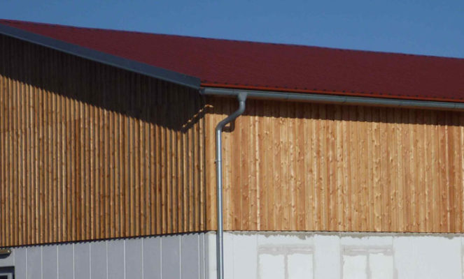 Was kostet eine Dacheindeckung mit Trapezblech?