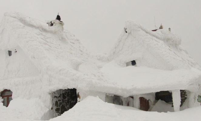Schneelast auf Dächer: Wieviel Schnee kann ein Dach tragen