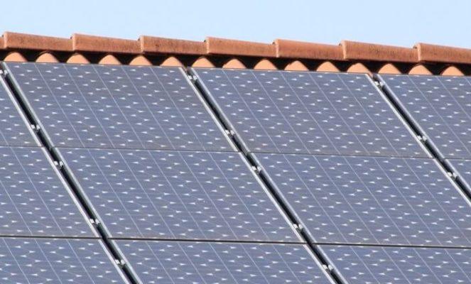 Solarzellen auf dem Blechdach?